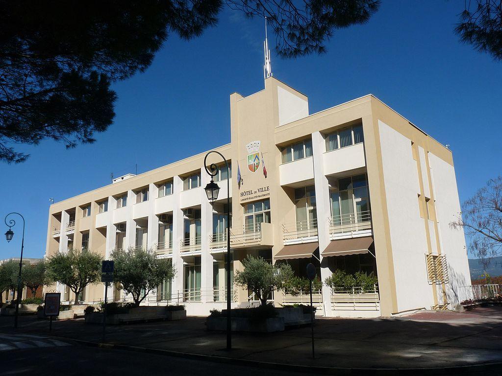 La Roque d'Antheron - Hôtel de ville - Avenue de l'Europe unie.jpg