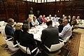 La alcaldesa se reúne con los representantes del sector del taxi para solucionar sus problemas 02.jpg