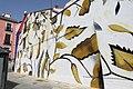 """La flor favorita de Mandela """"invade"""" una pared en Lavapiés como homenaje (02).jpg"""