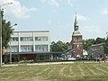 Latvija - Cēsu rajons - Valmiera - Bastiona iela - tirdzniecības centrs Valleta - Svētā Sīmaņa baznīca.jpg