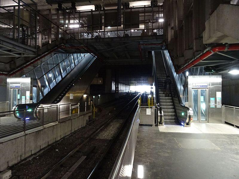 File:Ligne du RER en sortie de la gare de Noisy-le-Grand.jpg