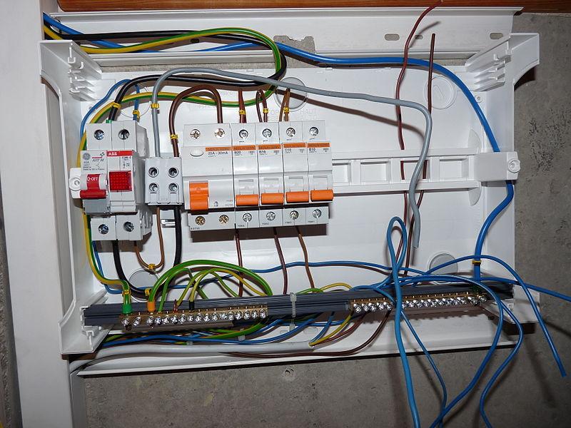 File:Linnamäe 37 - fuse box wiring process.JPG