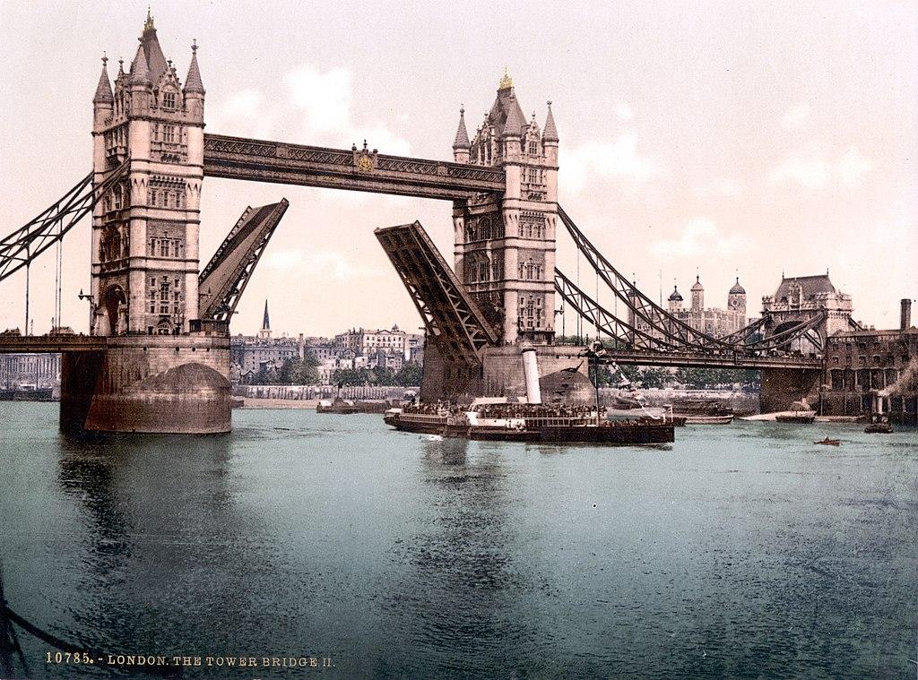 Как строился Тауэрский мост? 1024px-London-TowerBridge-1900-Closed