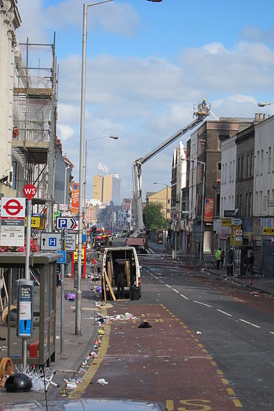 File:London Road, Croydon, riot damage.jpg