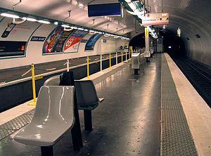 Louis Blanc (Paris Métro) - Image: Lonely metro