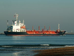 Longchamp IMO 9005106 approaching Port of Rotterdam, Holland 09-Jan-2006.jpg
