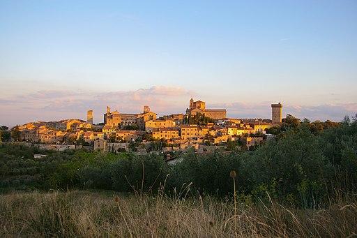 Lucignano, centro storico visto dalla Fortezza Medicea