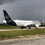 Lufthansa, D-AIZC, Airbus A320-214 (41058620484).jpg