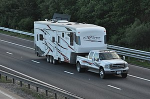 English: M42 - 5th wheel pick-up truck and tri...