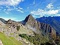 Machu Picchu bei Sonnenschein (34111405306).jpg