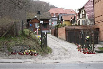 Maciej Płażyński - Candles in front of the house of Maciej Płażyński in Gdańsk, after his tragic death.