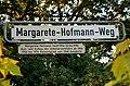 Margarete-Hofmann-Weg, Straßenschild in Hannover-Vahrenheide, Legendentafel Margarete Hofmann 1906-1998, Arbeiterwohlfahrt ab 1946, Ratsmitglied, Senatorin.JPG