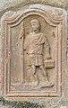 Maria Saal Wallfahrtskirche Mä. Himmelfahrt S-Wand Grabbaurelief Diener mit Stab 06102020 8264.jpg