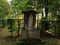 Marienstatue im Friedhof am Perlacher Forst.jpg
