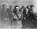 Marszałek Józef Piłsudski wśród oficerów (22-420).jpg