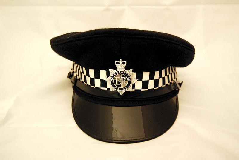 File:Metropolitan Police peaked cap front.jpg