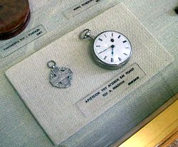 Αριστείο Αγώνα απονεμημένο από τον Όθωνα και το ρολόι του Μιαούλη. Εθνικό Ιστορικό Μουσείο, Αθήνα.