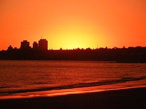 מונטווידאו: MontevideoSunsetAtMalvin