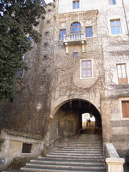 File:Monti - via san francesco di paola palazzo ex torre borgia 051218-04.JPG
