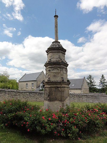 Montigny-Lengrain (Aisne) croix monumentale à l'ancien cimetière