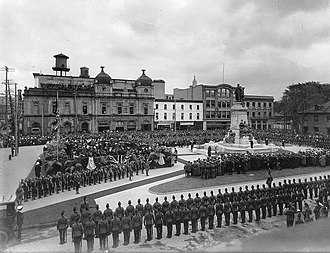 Phillips Square - Image: Monument au roi Edouard Square Phillips 1914