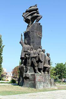 Monumenti Pavarësia 2.jpg