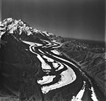 Muldrow, valley glacier with winding moraines, August 24, 1979 (GLACIERS 5200).jpg