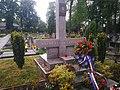 Náhrobek F. J. Vosmíkových, hrob rudoarmějců, pomník zajatců 02.jpg