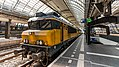 NS 1752 with DDM-1 7206 awaiting it's departure from Amsterdam CS (33336810804).jpg