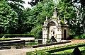 Oßmannstedt, der Delphinbrunnen.jpg
