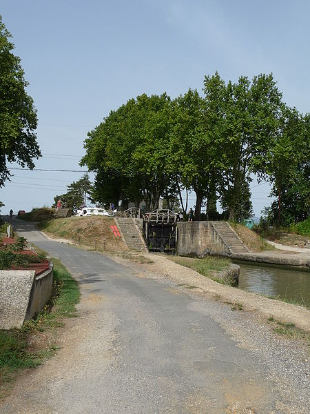 Fichier:Ognon Lock on the Canal du Midi.JPG