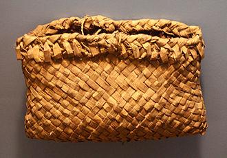 Wild rice - Ojibwa wild rice pouch, cedar bark, American Museum of Natural History