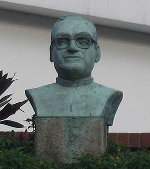 A bust of Óscar Romero
