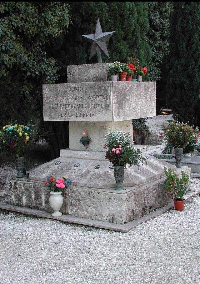 640px-Osimo-Monumento
