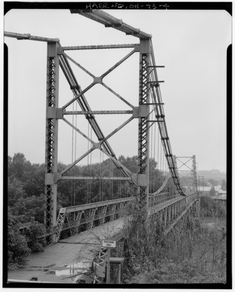 Fichye:PERSPECTIVE VIEW OF BRIDGE FROM EAST END - Dresden Suspension Bridge, Spanning Muskingum River on State Route 208, Dresden, Muskingum County, OH HAER OHIO,60-DRES,1-4.tif