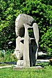 PL-PK Mielec, rzeźba Brzemię (Ludmiła Stehnova 1969) 2016-08-12--09-28-49-003.jpg