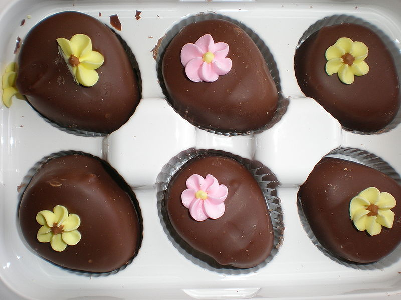 File:Pack of 6 chocolate butter eggs.JPG