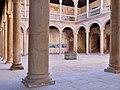 Palacio de don Hernando de Vega. Patio.jpg