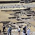Palacio del Sol visto desde la Pirámide del Sol, Teotihuacan, México..jpg