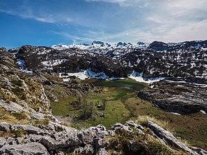 Panorámica lago Bricial.jpg
