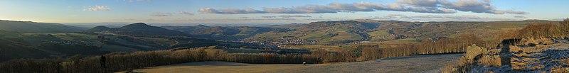 Panorama vom Simmelsberg im Spätherbst.jpg