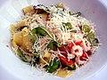 Pappardelle med rejer i chili og hvidløg (6064969828).jpg