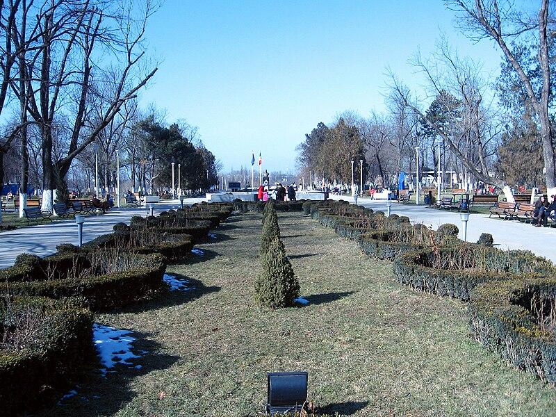 https://upload.wikimedia.org/wikipedia/commons/thumb/6/60/Parcul_Tei%2C_Bucuresti.JPG/800px-Parcul_Tei%2C_Bucuresti.JPG