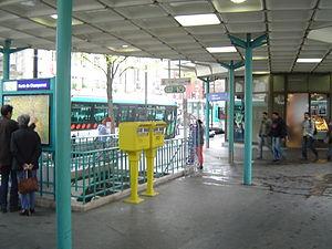 Porte de Champerret (Paris Métro) - Image: Paris metro 3 porte de champeret entrance