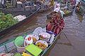 Pasar Terapung Lok Baintan penjual kue.jpg