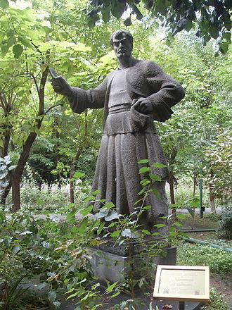 Pepo (film) - Image: Pepo statue (3)
