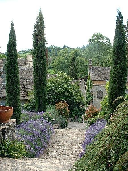 File:Peto garden iford manor.jpg - Wikimedia Commons
