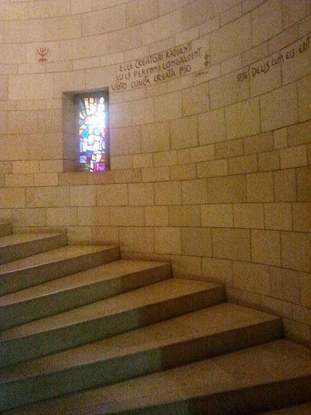 מדרגות בכנסייה