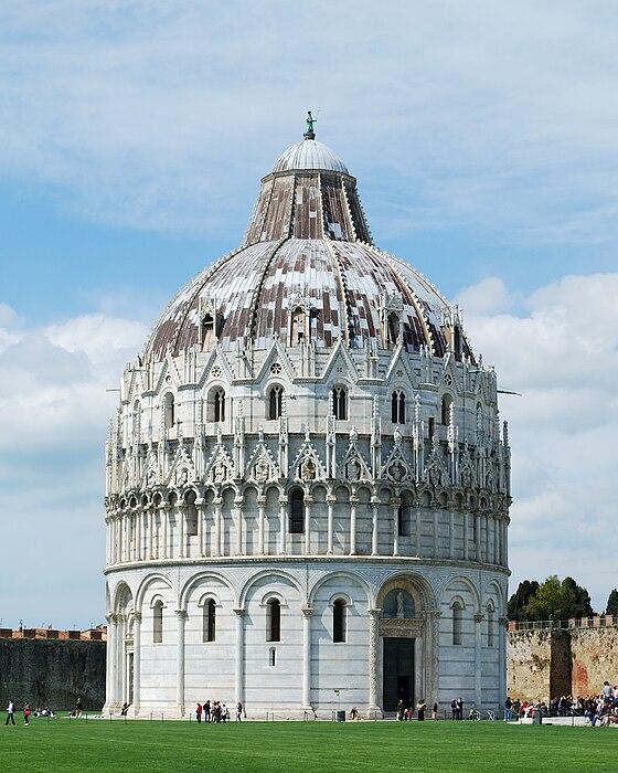 https://upload.wikimedia.org/wikipedia/commons/thumb/6/60/Pisa_Baptistry.jpg/560px-Pisa_Baptistry.jpg