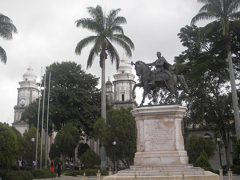 Bienvenidos a mi Ciudad..... MÉRIDA, VENEZUELA - Página 2 800px-Plaza_Bol%C3%ADvar_M%C3%A9rida